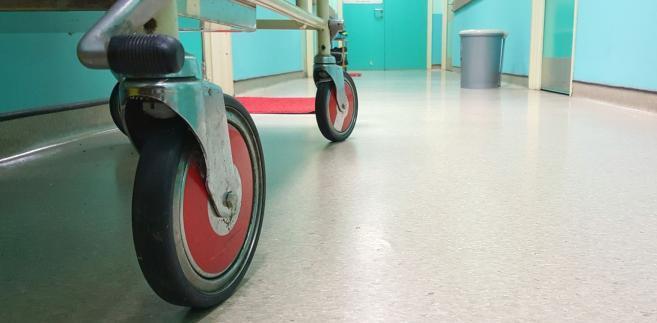 Szpitalny korytarz