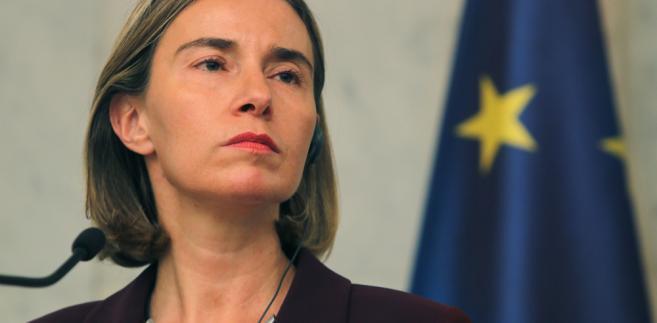 """""""Dla mnie to jasne, że jest potrzeba dążenia do powtórnego uruchomienia procesu politycznego w tej chwili. W przyszłym tygodniu będziemy mieli ponad 70 delegacji na konferencji organizowanej przez UE i ONZ, która poza zobowiązaniami humanitarnymi skupi się na tym jak uruchomić między syryjskie rozmowy polityczne"""" - zaznaczyła Mogherini."""