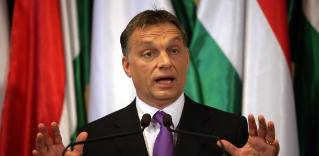 """""""My mówimy: mniej Brukseli, więcej państw narodowych - tak chcemy widzieć Europę w następnych dekadach"""" - oświadczył premier Węgier. """"To nasze stanowisko jest powodem, dla którego ktoś sobie upatrzył teraz Polskę i uruchamia się ataki polityczne"""" - ocenił."""