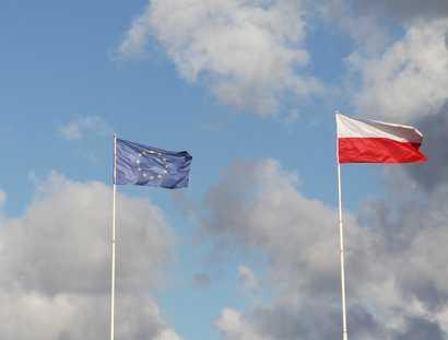 Kraje, które poparły KE, to: Finlandia, Szwecja, Francja, Niemcy, Holandia, Belgia, Luksemburg, Irlandia, Niemcy, Hiszpania, Portugalia, Grecja, Cypr i Dania. W efekcie bułgarska prezydencja zdecydowała, że wysłuchanie nastąpi do 26 czerwca.