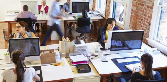 Wypłacenie pracownikowi ekwiwalentu pieniężnego za niewykorzystany urlop wypoczynkowy lub jego część jest możliwe jedynie w przypadku ustania stosunku pracy, tj. wówczas, gdy wykorzystanie urlopu wypoczynkowego w naturze nie jest już obiektywnie możliwe ze względu na rozwiązanie lub wygaśnięcie stosunku pracy (art. 171 k.p.).