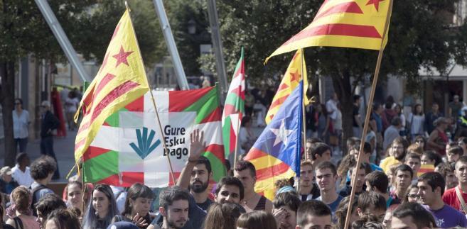 Regionalny rząd Katalonii poinformował w nocy z niedzieli na poniedziałek, że w niedzielnym referendum oddało głosy ok. 2,26 mln osób, z których 90 proc. opowiedziało się za niepodległością tego regionu. 8 proc. było przeciwnych, a pozostałe głosy były nieważne.