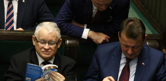 """Jarosław Kaczyński z """"Atlasem kotów"""""""