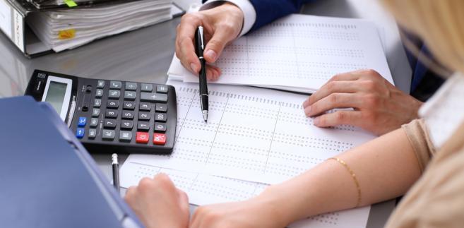 Zmiany w przepisach dotyczących biur rachunkowych były natomiast postulowane przez przedstawicieli księgowych. Domagali się oni ponownego uregulowania zawodu i przywrócenia obowiązku posiadania certyfikatu księgowego przy prowadzeniu biura rachunkowego.