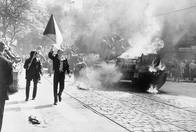 """Operacja """"Dunaj"""": W 1968 świat nie pomógł Czechom i Słowakom. Zostali sami  - Kultura - serwis kulturalny - sztuka, seriale, film, tv, recenzje  filmowe, aktorzy - GazetaPrawna.pl -"""