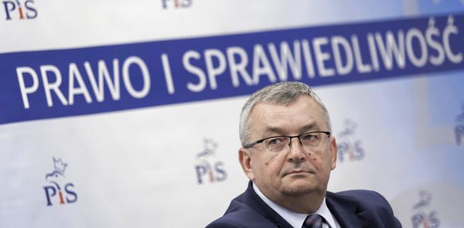 Minister infrastruktury Andrzej Adamczyk podczas spotkania z mieszkańcami we Wrocławiu.