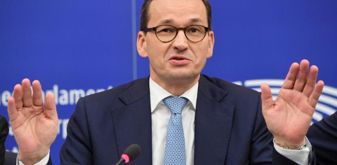 """Ale jestem dobrej myśli, coraz więcej Europejczyków rozumie, że ten gazociąg to wręczenie Putinowi odbezpieczonego pistoletu wymierzonego w Europę Środkową"""" - podkreślił szef polskiego rządu"""