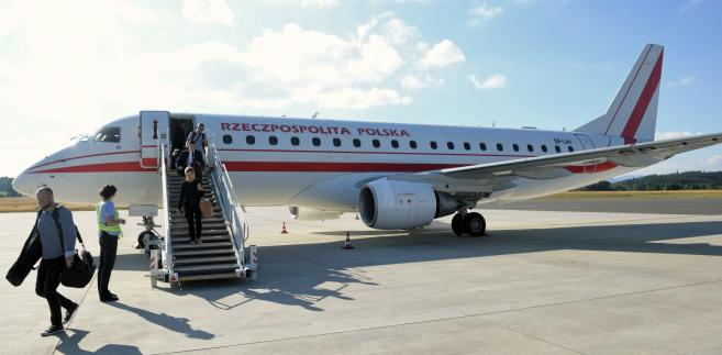 Polski samolot na lotnisku w Karlowych Warach w Czechach