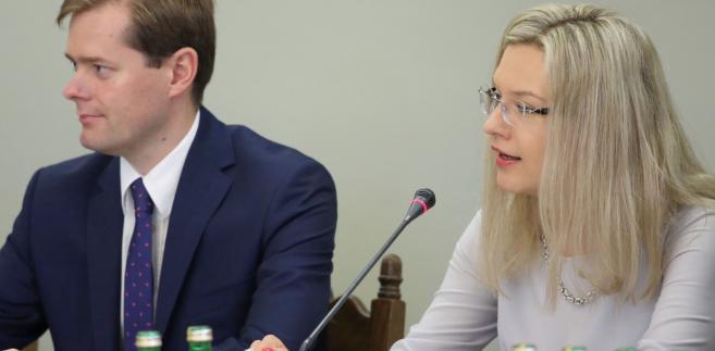 Przesłuchanie b. premiera, obecnie szefa Rady Europejskiej przed sejmową komisją śledczą ds. Amber Gold planowane było na 2 października. Wassermann poinformowała jednak w poniedziałek, że zostało ono przesunięte na pierwszy dzień po II turze wyborów samorządowych, czyli na 5 listopada.