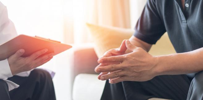Terapie konwersyjne są szkodliwe przede wszystkim dlatego, że podstawowym ich założeniem jest nastawienie, iż pacjent musi bardzo chcieć zmiany swojej orientacji