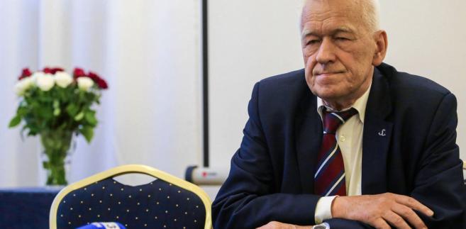 """Jako przykład """"słabnięcia PiS"""" podał zwycięstwo kandydata startującego z listy Wolnych i Solidarnych Andrzeja Stachurskiego, który został wójtem w Osieku Jasielskim na Podkarpaciu."""