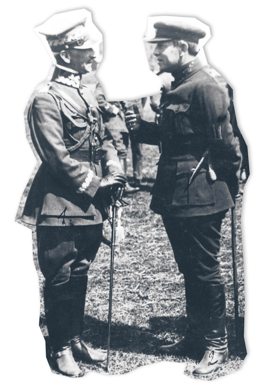 Generał Antoni Listowski (z lewej), jeden z czołowych dowódców wojny polsko-bolszewickiej, podczas rozmowy z atamanem Semenem Petlurą. Kwiecień 1920 r.