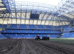Problemy ma też stadion w Poznaniu. Poważne kłopoty są przede wszystkim z murawą, która była wymieniana aż pięć razy w ciągu zaledwie półtora roku (koszt jednej wymiany trawy to 300 tys. zł) i mimo to w dalszym ciągu budzi niezadowolenie grających na niej piłkarzy