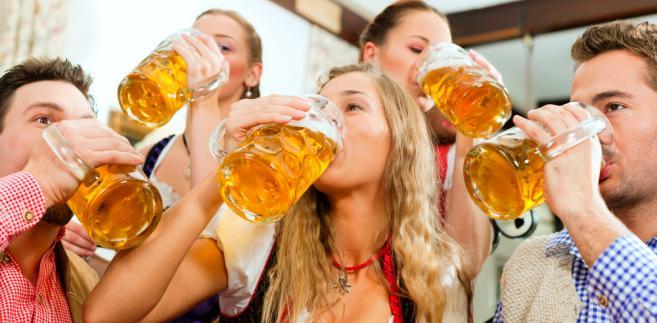 Kobiety generalnie nie zwracają uwagi, jakie piwo piją – zaledwie 7,5 proc. z nich zwraca na to uwagę.