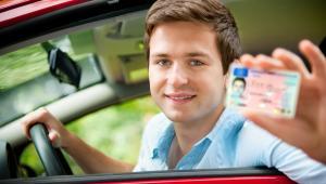 17 proc. kierowców poniżej 29. roku życia przyznało się do spowodowania kolizji drogowych.