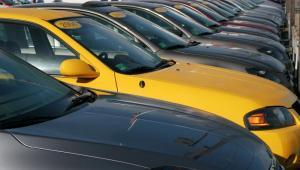Obecnie z ceny każdego auta sprzedanego klientowi indywidualnemu diler inkasuje 3 – 4 proc.