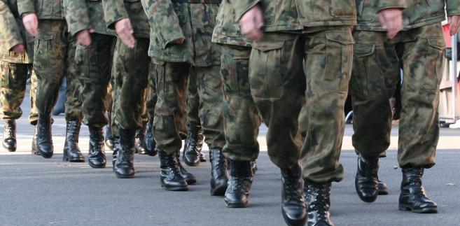 Jeżeli okres próbny zakończył się po powołaniu pracownika do czynnejsłużby wojskowej umowa o pracę uważana jest za zawartą na czas nieokreślony