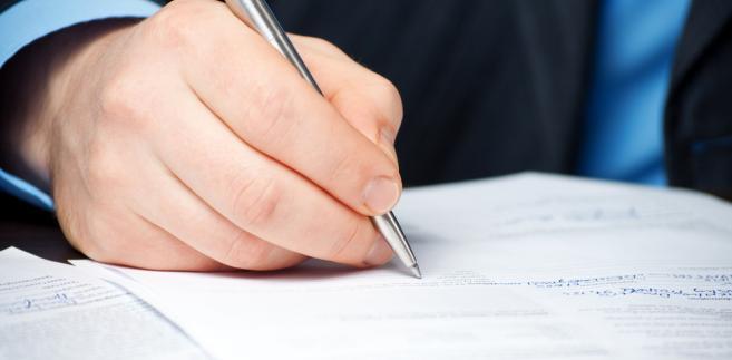 Od uchwały o negatywnym wyniku egzaminu komorniczego zdającemu przysługuje odwołanie do Komisji Egzaminacyjnej II stopnia przy Ministrze Sprawiedliwości do spraw odwołań od wyniku egzaminu komorniczego.