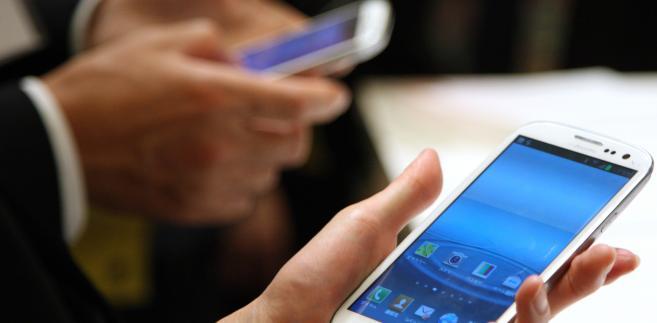 Sposobem na obniżenie kosztów rozmów może być internet bezprzewodowy, dostępny na przykład w hotelach.