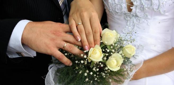 Po roku od ślubu pozostaje jedynie tryb administracyjny – na zasadach przewidzianych w ustawie o zmianie imion i nazwisk.