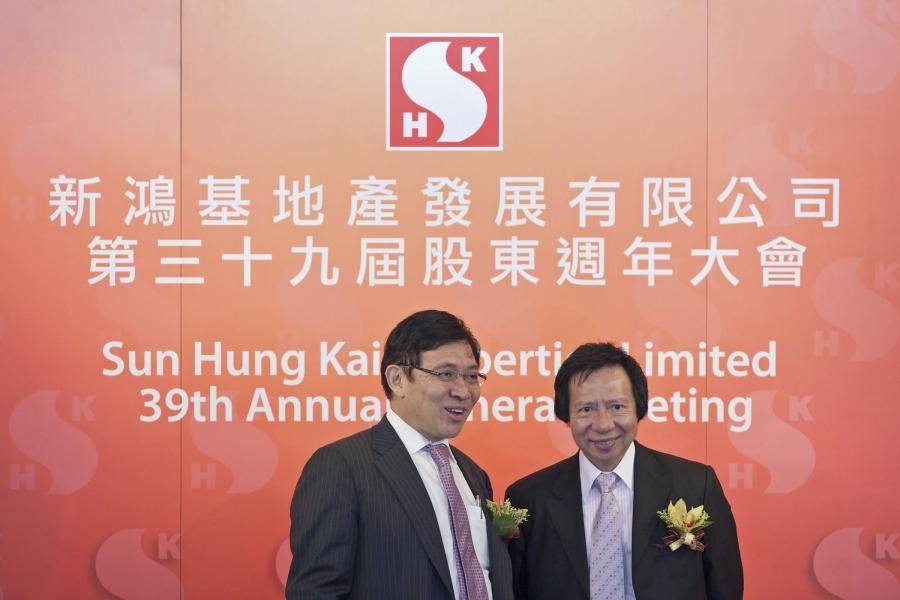 Nr. 3 Rodzina Kwok , Tutaj bracia Thomas(po lewej) i Raymond (prawa) właściciele koncernu Sun Hung Kai Properties Ltd. (nieruchomości) majatek 15,4 mld dolarów.